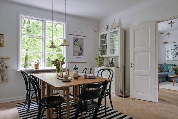обеденный стол в скандинавском интерьере