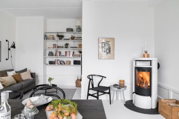 камин в скандинавской квартире
