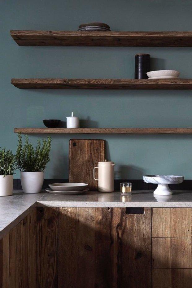 серо-зелёные стены на скандинавской кухне