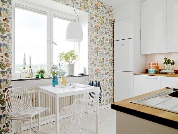 белый обеденный стол в скандинавском интерьере