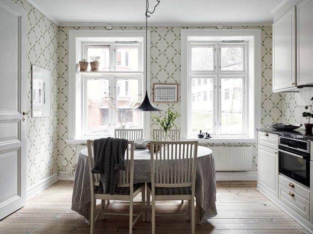 обеденный стол на кухне в скандинавском стиле