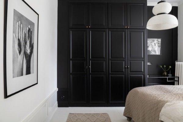 черный шкаф в спальне