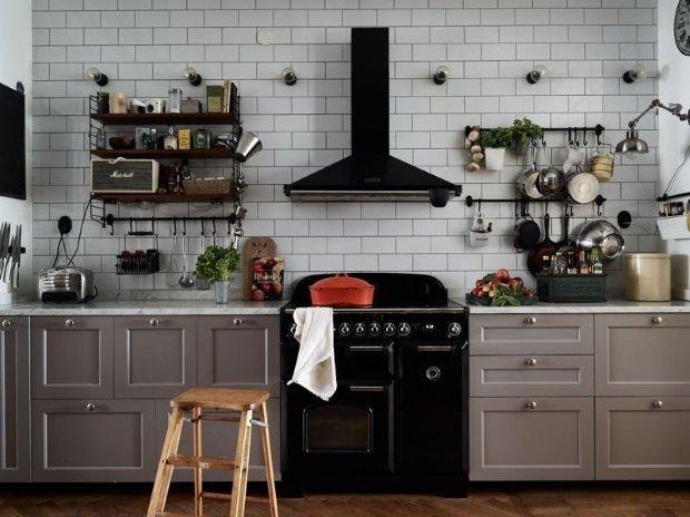 полки на скандинавской кухне