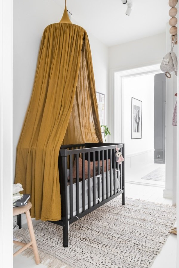 кроватка с балдахином в скандинавском стиле