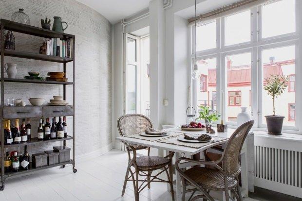 обеденный стол на скандинавской кухне