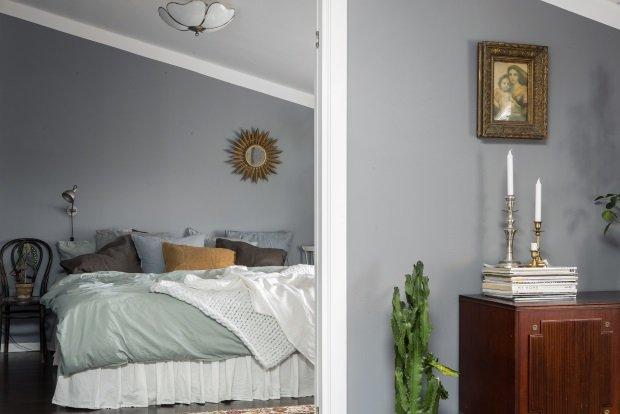 Двери из гостиной в спальню в скандинавском доме