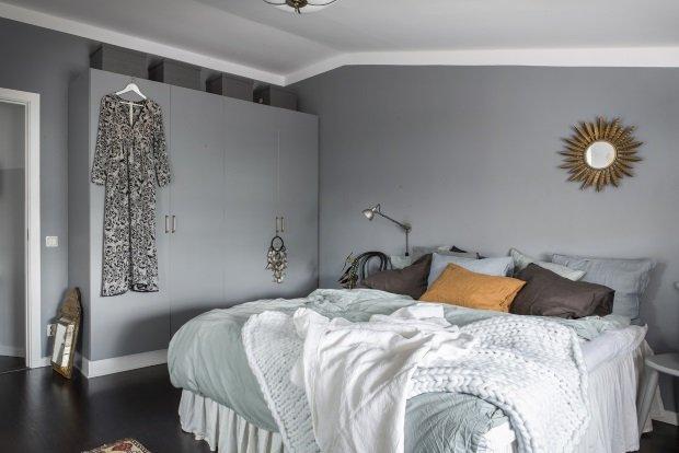 спальня в скандинавской ретро квартире