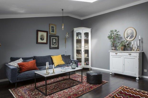 Скандинавская квартира ретро с серыми стенами