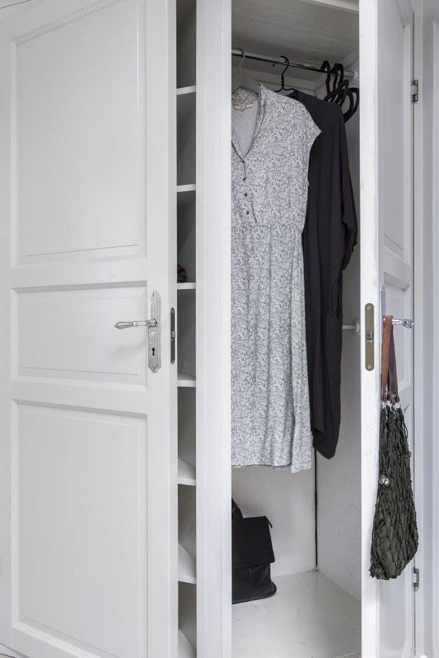 Хранение одежды в маленькой скандинавской квартире