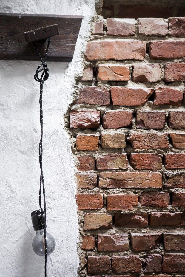 Кирпичная кладка и фактурная штукатурка в скандинавском лофте