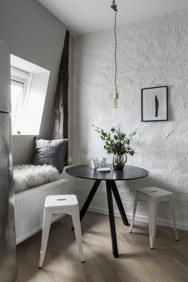 Обеденный уголок в маленькой шведской квартире