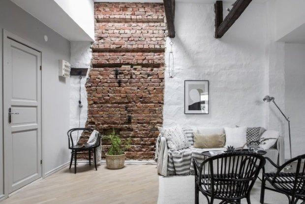 Кирпичная стена в скандинавской гостиной