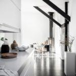 Современная квартира: вид из кухни на гостиную