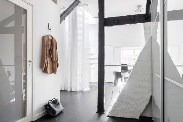 Современная квартира: прихожая в современной квартире в Швеции
