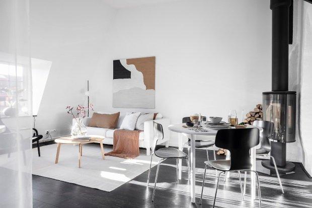 Современная квартира: обеденный стол в гостиной