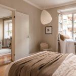Спальня в скандинавском стиле: полностью бежевая спальня