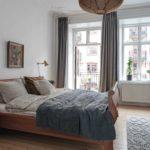 Спальня в скандинавском стиле: белая спальня с классической кроватью