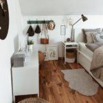 Спальня в скандинавском стиле: интересные детали и деревянный пол