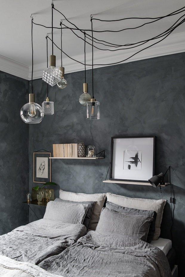 Спальня в скандинавском стиле: люстра паук с плафонами разной формы