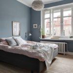 Спальня в скандинавском стиле: серо-голубые стены