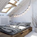 Спальня в скандинавском стиле: деревянная кровать и обивка мансардной крыши