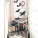 Декорированный угол в доме к Хэллоуину