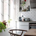 Скандинавская квартира с яркими акцентами: кухня в скандинавском стиле