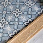Скандинавская квартира с яркими акцентами: плитка Марракеш в ванной