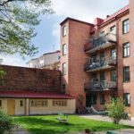 Скандинавская квартира с яркими акцентами: двор шведского дома