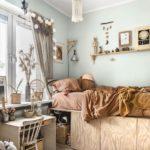 Детская в скандинавском стиле: гирлянда на шторе
