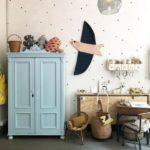 Детская в скандинавском стиле: голубой шкаф и деревянная птица на стене