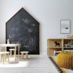 Детская в скандинавском стиле: домик грифельная доска