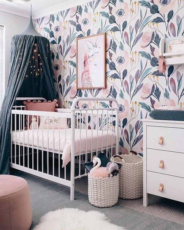 Детская в скандинавском стиле: кровать с балдахином