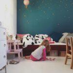 Детская в скандинавском стиле: контрастная стена
