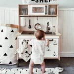Детская в скандинавском стиле: деревянная кухня