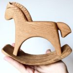 Детская в скандинавском стиле: деревянная лошадка