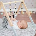 Детская в скандинавском стиле: деревянный развивающий коврик
