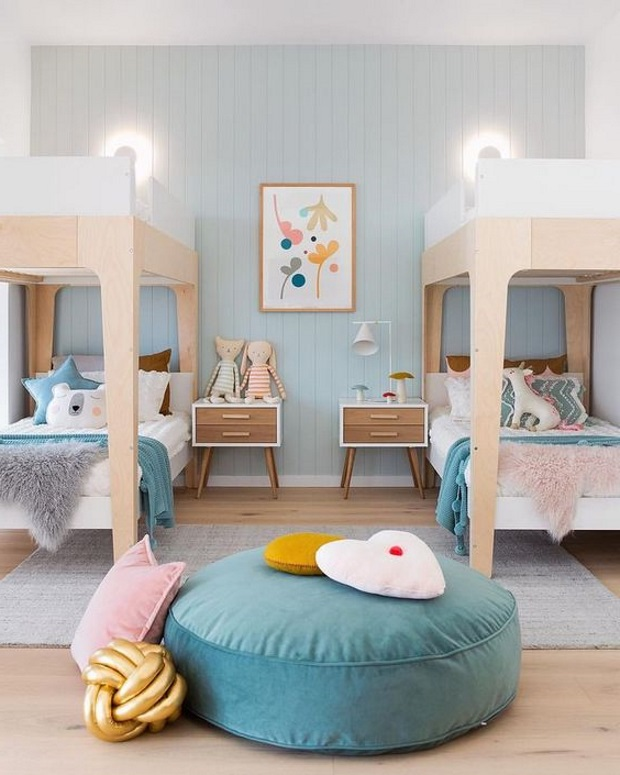 Детская в скандинавском стиле: две двухъярусные кровати