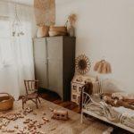 Детская в скандинавском стиле: деревянный декор