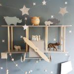Детская в скандинавском стиле: декор вертолет и животные