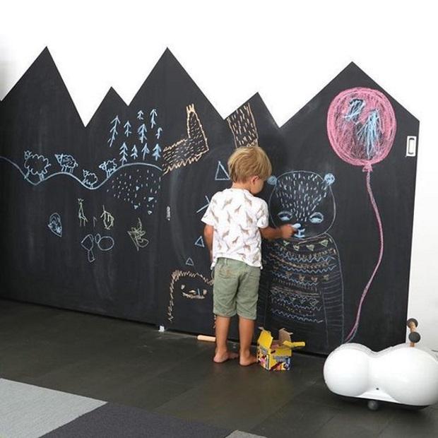 Детская в скандинавском стиле: грифельная стена
