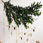 Новогодние украшения 2019: украшения на ветке ели
