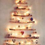 Новогодние украшения 2019: панно в форме елки из палок