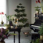 Новогодние украшения 2019: панно из еловых веток на стене