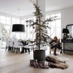 Новогодние украшения 2019: хвойное дерево с редкими ветвями
