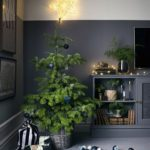Новогодние украшения 2019: елка с синими игрушками
