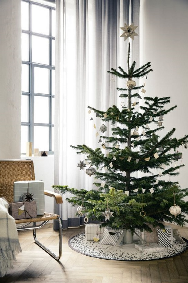 Новогодние украшения 2019: новогодняя елка со светлыми игрушками