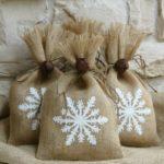 Новогодние украшения 2019: подарочные мочки со снежинкой