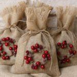 Новогодние украшения 2019: мешки с подарками
