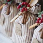 Новогодние украшения 2019: новогодняя упаковка подарков в мешок